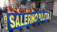 cori-e-slogan-la-protesta-dei-lavoratori-del-comparto-rifiuti