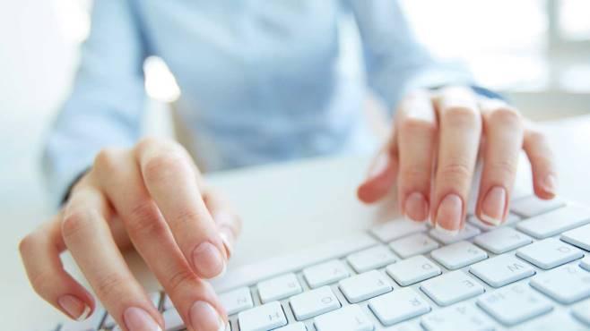 Se scrivi alla fidanzata dalla mail aziendale rischi il licenziamento
