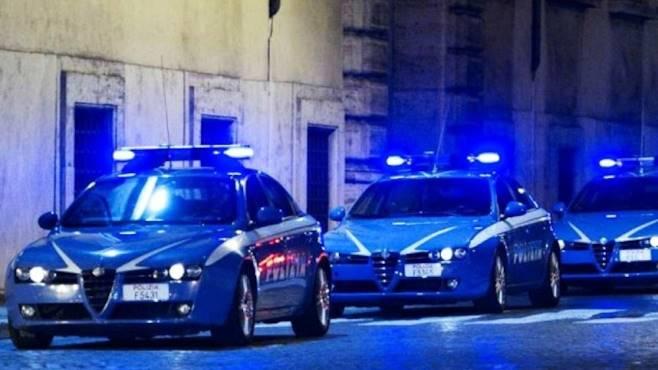 Napoli, colpi di kalashnikov contro un intero palazzo