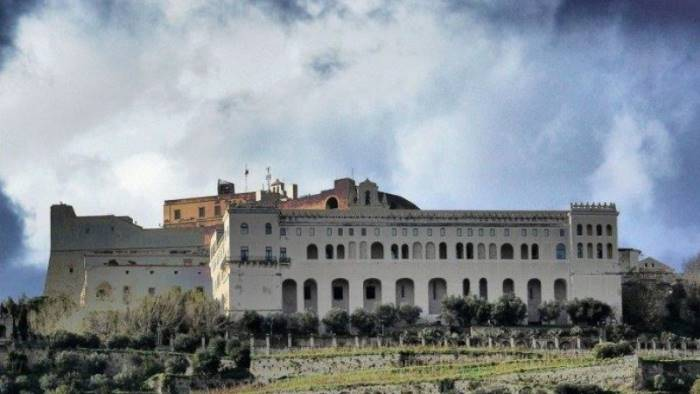 Napoli, universitario 20enne si suicida lanciandosi da 10 metri