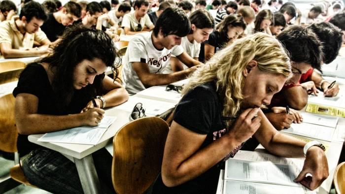 universita-ansia-di-scegliere-e-la-scuola-non-ci-aiuta
