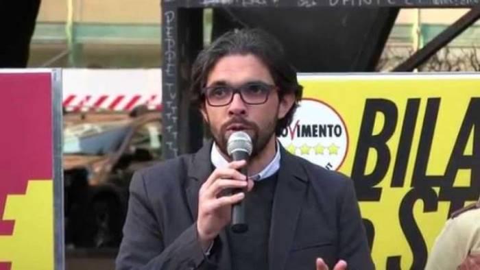 rifiuti m5s minacce capacchione solidarieta a cronista