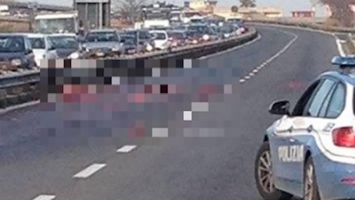 Cadavere di una donna sull'Asse Mediano investita mentre inseguiva il suo cane