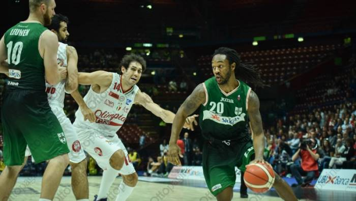 Basket Serie A, Fesenko travolge Milano