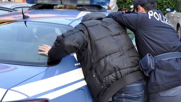 Furti in appartamento: arrestati tre ladri, un quarto denunciato