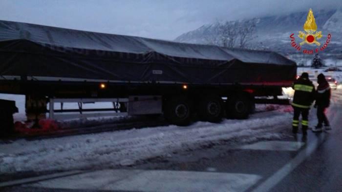 foto ofantina camionisti bloccati si lavora ancora