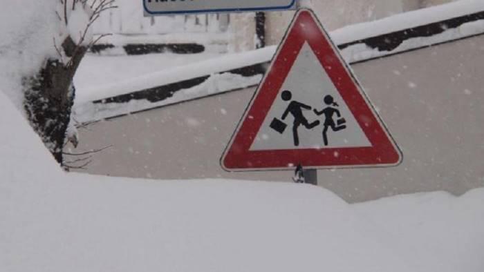emergenza neve ad avellino lunedi scuole chiuse