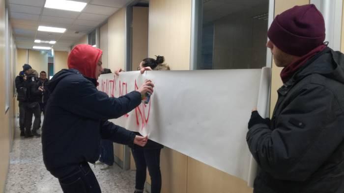 mediateca all arpac per protesta occupata la sede
