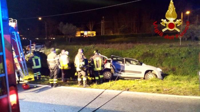 due auto giu nella scarpata quattro feriti uno e grave foto