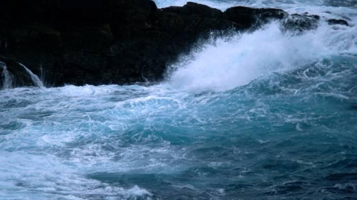 Travolta da un'onda anomala: turista muore in Costiera Amalfitana