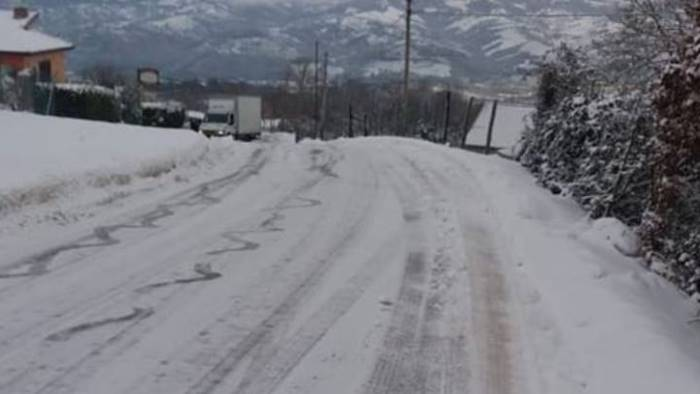 strade ghiacciate e senza sale si salvi chi puo