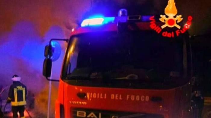 due veicoli in fiamme nella notte a san martino valle caudina