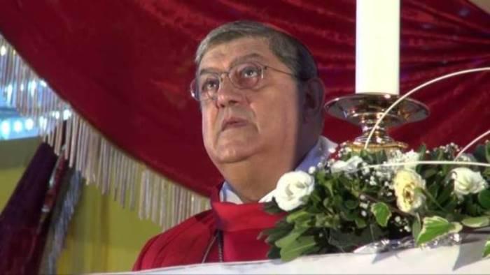 a napoli il cardinale sepe celebra messa al circo