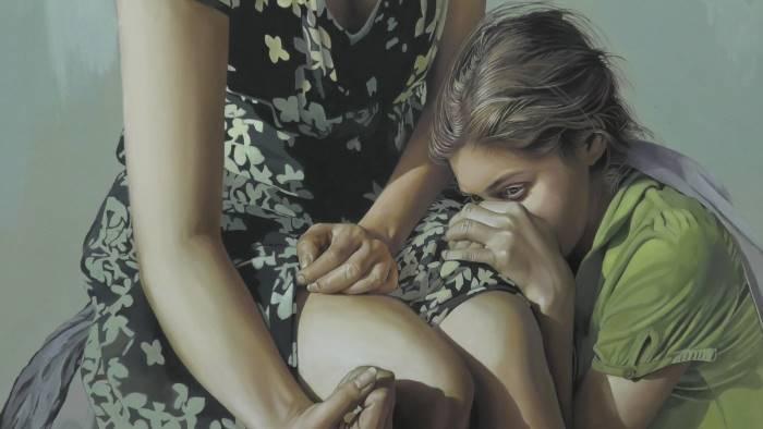 in mostra donne che parlano con le mani
