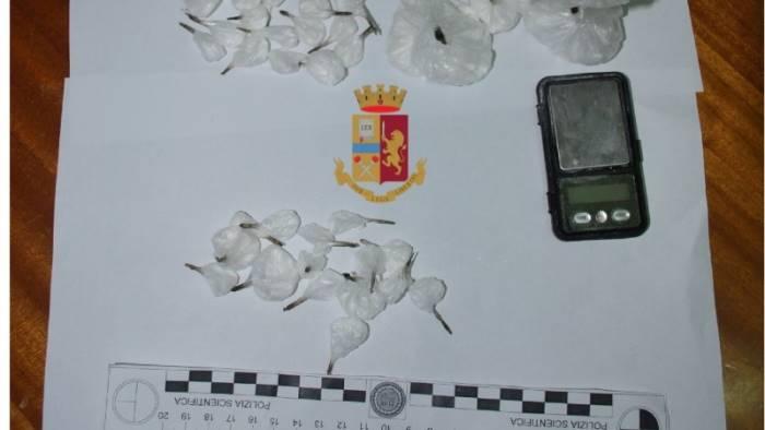 cercano di ingoiare gli involucri con la cocaina arrestati