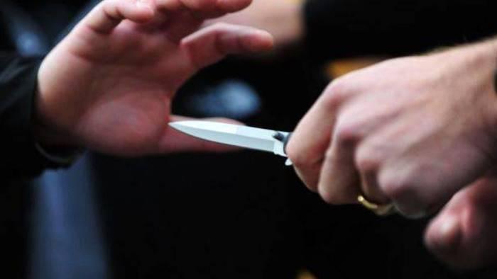 sangue sulla movida accoltellati due giovani nei locali