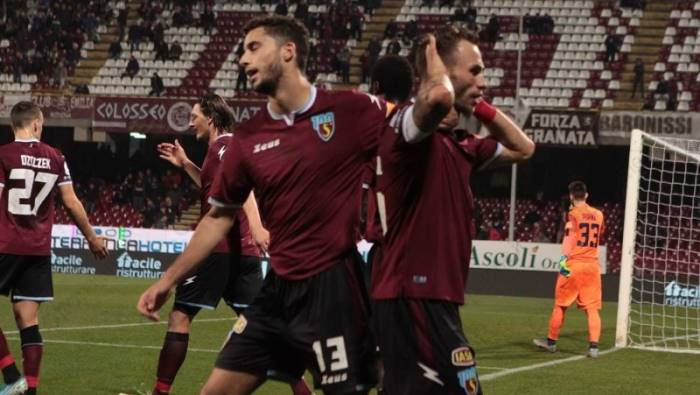 salernitana il quarto posto con il derby all orizzonte