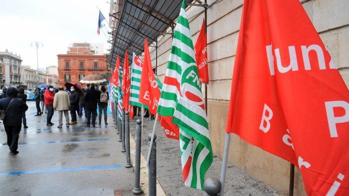 rimpasto a napoli i sindacati criticano la scelta di dema