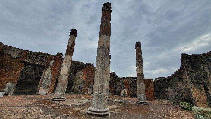 restaurate le colonne della casa del fauno