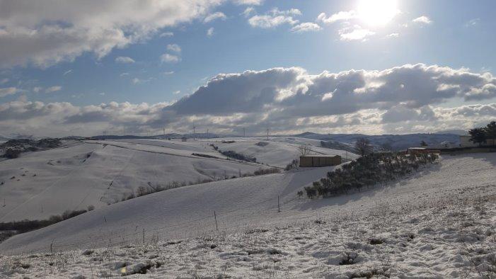 la neve cede il posto al sole ma l effetto e da cartolina
