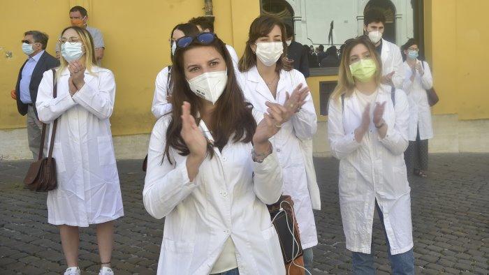 vaccini de luca impegnati giovani laureati di medicina