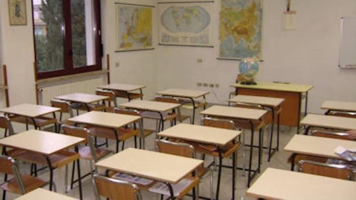 maestra positiva sospese lezioni in scuola primaria