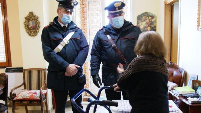 anziana chiama i carabinieri aiutatemi ho freddo sto male