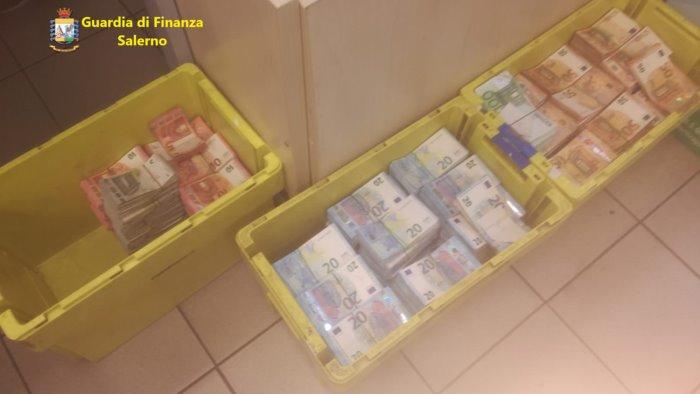 un milione di euro in casa nascosto tra materassi e biscotti
