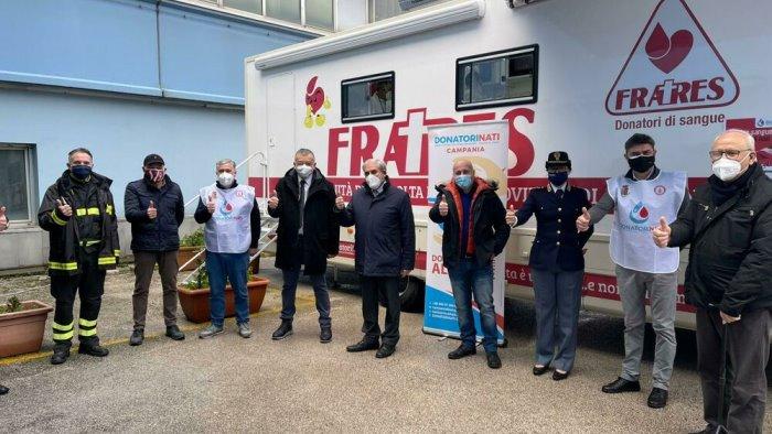 polizia e vigili del fuoco uniti nella donazione