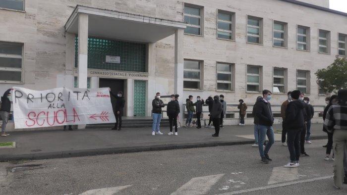 studenti in protesta contro dad ed esame di stato