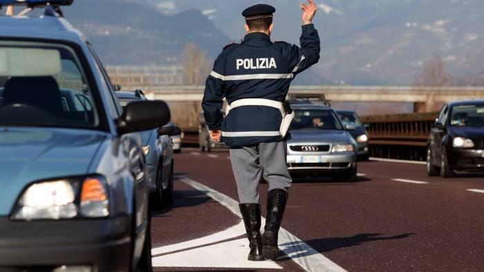Soldi dopo controlli: 13 misure cautelari per ps Stradale Napoli