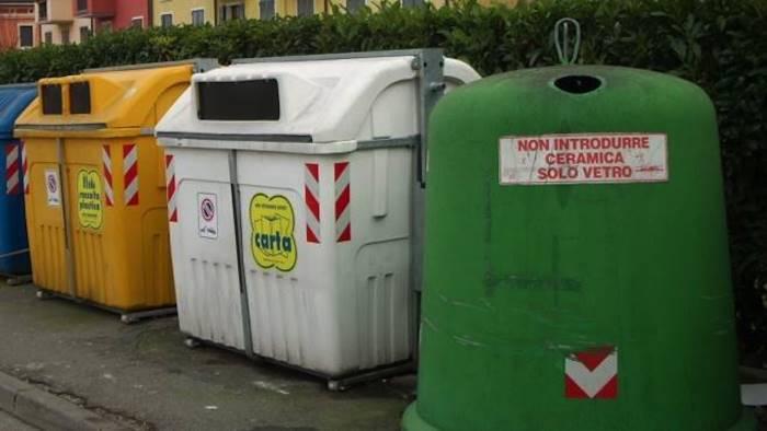 Comuni ricicloni, maglia nera alla provincia di Napoli: promosse solo 12 città