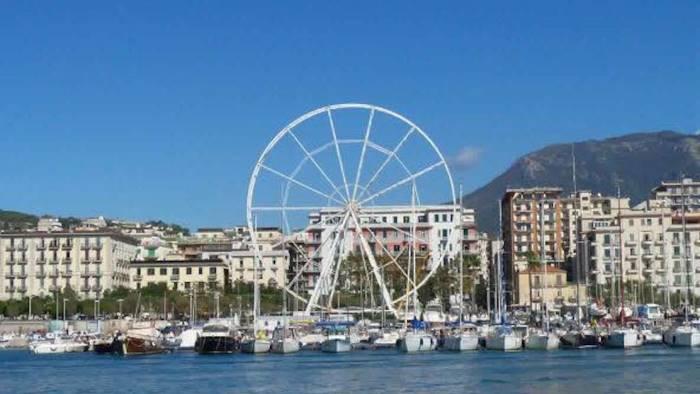 Salerno, con le Luci d'artista arriva la ruota panoramica