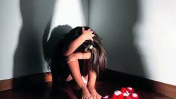 faceva prostituire la figlia 13enne arrestata la madre