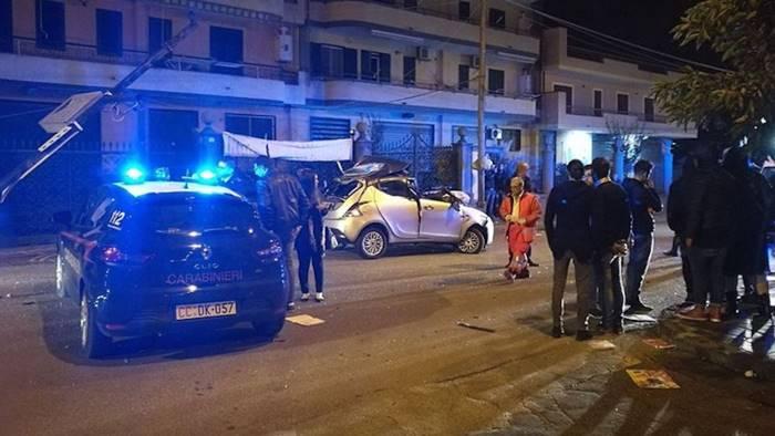 Terzigno, perde controllo dell'auto e sbatte contro Fiat Punto: muore 18enne