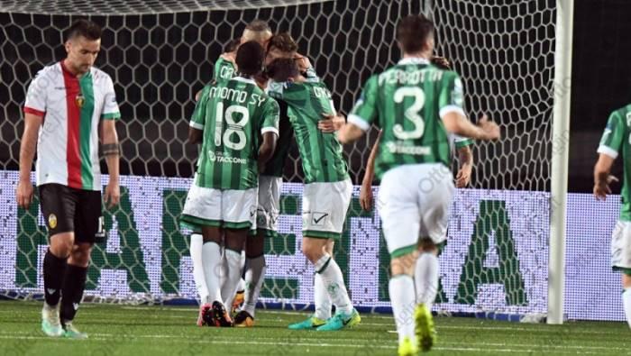 Serie B, Spal-Avellino 3-0, biancoverdi affondati da una tripletta di Antenucci