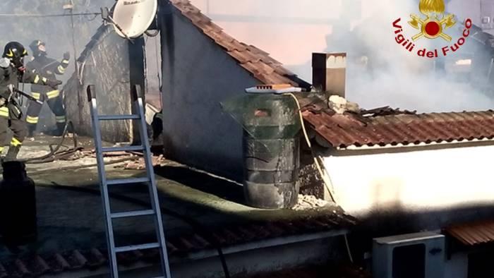 Video pago ecco le immagini della casa in fiamme for Disegni popolari della casa