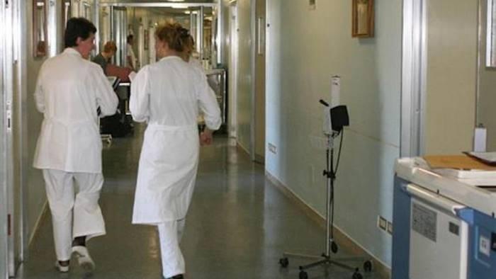 Bimba ingerisce metallo contenuto in una merendina: ricoverata in ospedale sotto osservazione