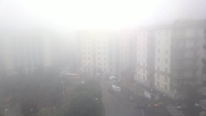 Napoli avvolta dalla nebbia: 14 voli cancellati