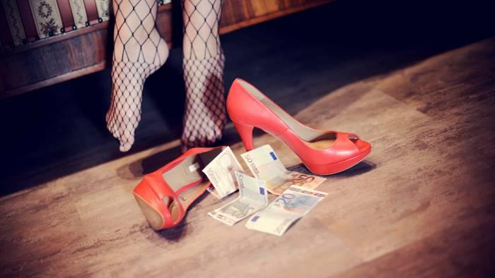 Fortuna Loffredo, Caserta: sgominato racket di prostitute: tra gli arrestati il nonno