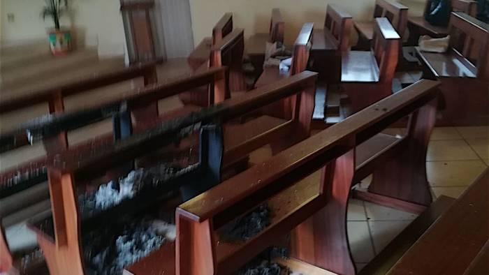 furto e danneggiamento nella chiesa evangelica e giallo