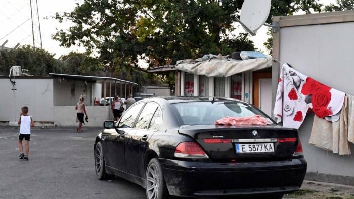 Napoli, bimba trovata morta in auto: forse vittima di abusi sessuali