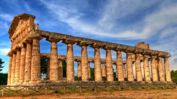 m5s presunti abusi edilizi nel parco archeologico di paestum