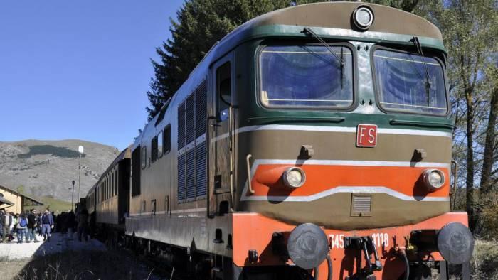 i treni storici e turistici fanno tappa a bagnoli irpino