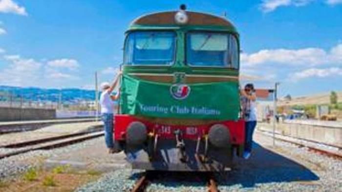 in treno storico con il touring club italiano
