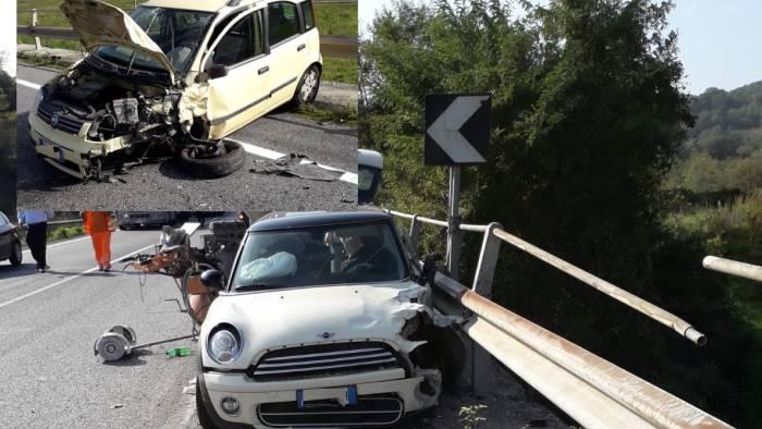scontro tra due auto lungo l appia cinque persone ferite