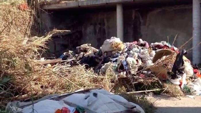 rifiuti pericolosi blitz dei carabinieri nell area pip