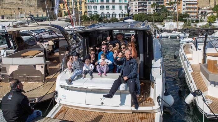 30 bimbi del santobono pausilipon in gita in barca con l anrc