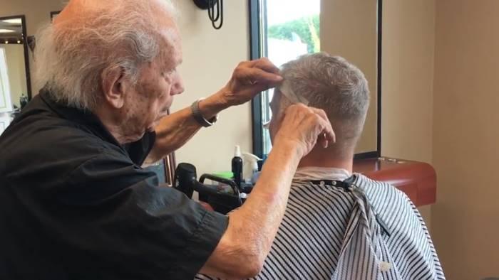 barbiere da guinness ha 107 anni mangio spaghetti e non fumo