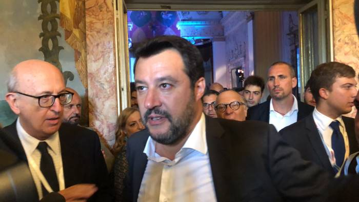 salvini attacca de magistris e de luca